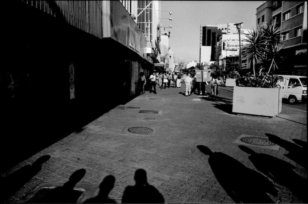 CARA-cas.Photography by Aaron Sosa.Caracas - Venezuela 1999.(Copyright © Aaron Sosa)