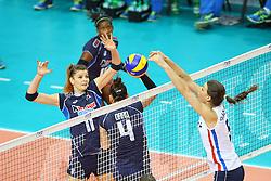 18-06-2016 ITA: World Grand Prix Italie - Nederland, Bari<br /> Nederland wint opnieuw van Italie, het ging moeizaam maar de 3-1 winst was genoeg / Alessia Orro #4 of Italie, Cristina Chirichella #11 of Italie, Robin de Kruijf #5<br /> <br /> ***NETHERLANDS ONLY***