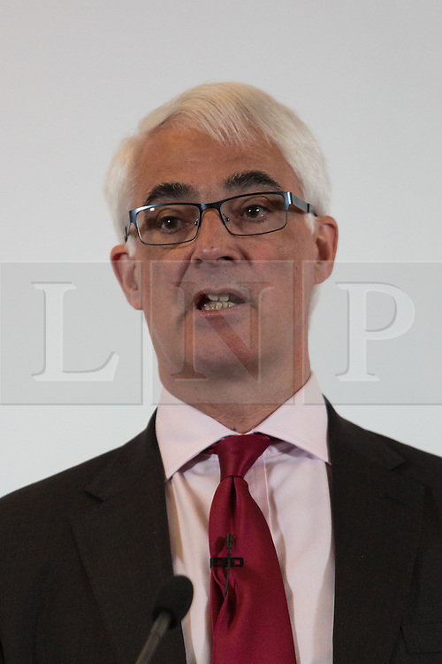 """© Licensed to London News Pictures. 15/04/2016. London, UK. Former Chancellor of the Exchequer, ALISTAIR DARLING makes a speech about 'Europe's Single Market: The real choice facing Britain', in Westminster, London. Darling accuses Brexit campaigners of offering a """"fantasy future"""" outside the European Union and warns that leaving the European Union would threaten Britain's long-term economic recovery. Photo credit : Vickie Flores/LNP"""