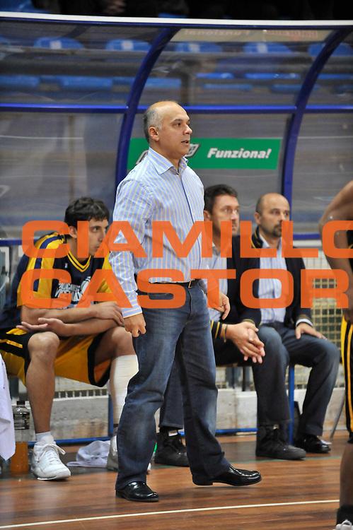 DESCRIZIONE : Novara Lega A2 2009-10 Campionato Miro Radici Fin. Vigevano - Prima Veroli<br /> GIOCATORE : Luigi Garelli<br /> SQUADRA : Miro Radici Fin. Vigevano<br /> EVENTO : Campionato Lega A2 2009-2010<br /> GARA : Miro Radici Fin. Vigevano Prima Veroli<br /> DATA : 18/10/2009<br /> CATEGORIA : Allenatore<br /> SPORT : Pallacanestro <br /> AUTORE : Agenzia Ciamillo-Castoria/D.Pescosolido