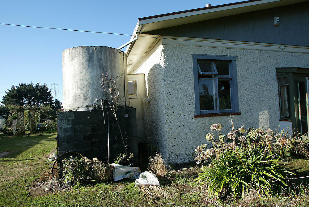 A water tank captures roof run off at a farm house in Omata near New Plymouth, New Zealand, April 29, 2003. Credit:SNPA / Rob Tucker