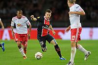 FOOTBALL - UEFA EUROPA LEAGUE 2011/2012 - GROUP STAGE - GROUP F - PARIS SAINT GERMAIN v SALZBURG - 15/09/2011 - PHOTO JEAN MARIE HERVIO / DPPI - KEVIN GAMEIRO (PSG) / ALEX (SAL)