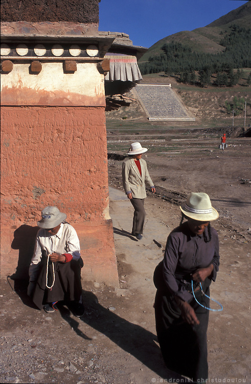 Pilgrims pray counting the beeds of their mala..LAMBRANG MONASTERY IN XIAHE - CHINA.copyright: Androniki Christodoulou.