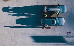 15.03.2020, Kaprun, AUT, Coronavirus in Österreich, im Bild Skifahrer verlassen das Skigebiet // Skiers leaving the ski Resort. The Austrian government is pursuing aggressive measures in an effort to slow the ongoing spread of the coronavirus, Kaprun, Austria on 2020/03/15. EXPA Pictures © 2020, PhotoCredit: EXPA/ JFK