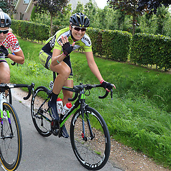 TIEL (NED) wielrennen<br /> De tweede etappe was rond Tiel en ging door de Betuwe<br /> Marijn de Vries bezig aan haar laatste wedstrijd bij de vrouwen