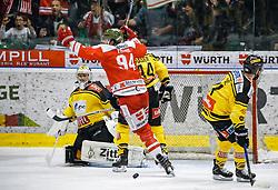 17.03.2017, Eiswelle, Bozen, ITA, EBEL, HCB Suedtirol Alperia vs UPC Vienna Capitals, Playoff, Halbfinale, 2. Spiel, im Bild 2:1 durch Alexander Egger (HCB Suedtirol) // during the Erste Bank Icehockey League, playoff semifinal 2nd match between HCB Suedtirol Alperia and UPC Vienna Capitals at the Eiswelle in Bozen, Italy on 2017/03/17. EXPA Pictures © 2017, PhotoCredit: EXPA/ Johann Groder
