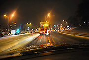 Nederland, Nijmegen, 16-1-2010Autorijden in een sneeuwbui in de nacht. Sneeuw geeft overlast op de weg voor verkeer en transport.Foto: Flip Franssen/Hollandse Hoogte