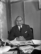 22/12/1955<br /> 12/22/1955<br /> 22 December 1955<br /> <br /> Mr Eades, General Manager F M Summerfield