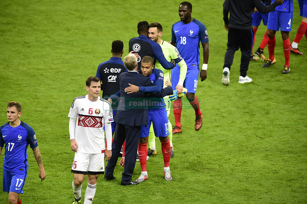 October 10, 2017 - St Denis, France, France - joie des joueurs de l equipe de France en fin de match.Didier Deschamps - selectionneur (France) / Kylian Mbappe  (Credit Image: © Panoramic via ZUMA Press)