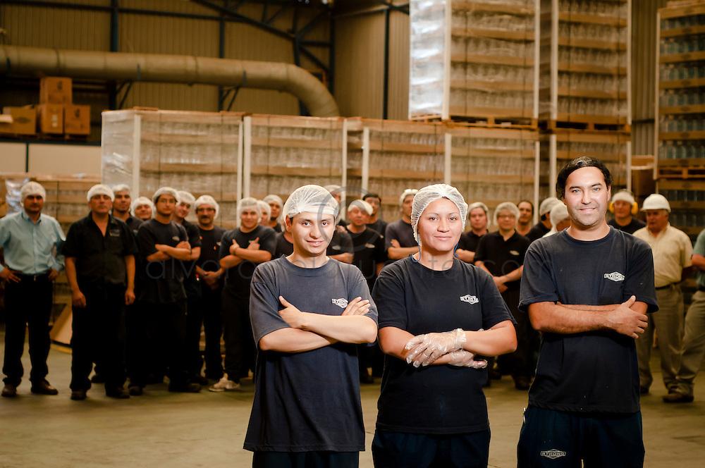 Trabajadores con discapacidad auditiva se desempeñan de manera sobresaliente en su trabajo en la planta industrial de Sánchez y Cia. Santiago de Chile. 25-03-2013 (©Alvaro de la Fuente/Triple.cl)