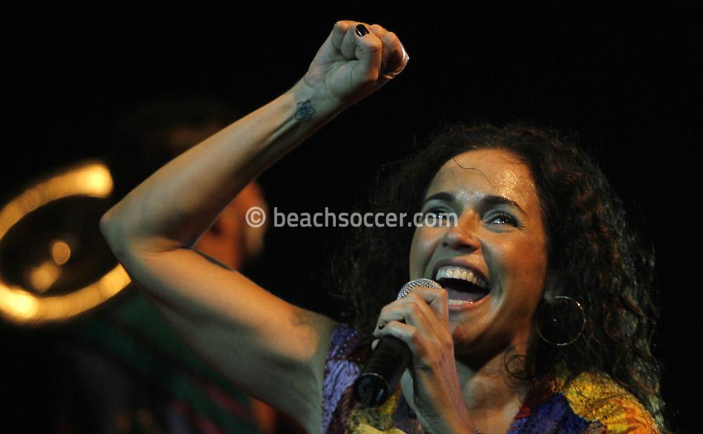 Football-FIFA Beach Soccer World Cup 2006 - Final, Beachsoccer World Cup 2006..Daniela Mercury in concert. Rio de Janeiro - Brazil 12/11/2006. Mandatory credit: FIFA/ Manuel Queimadelos
