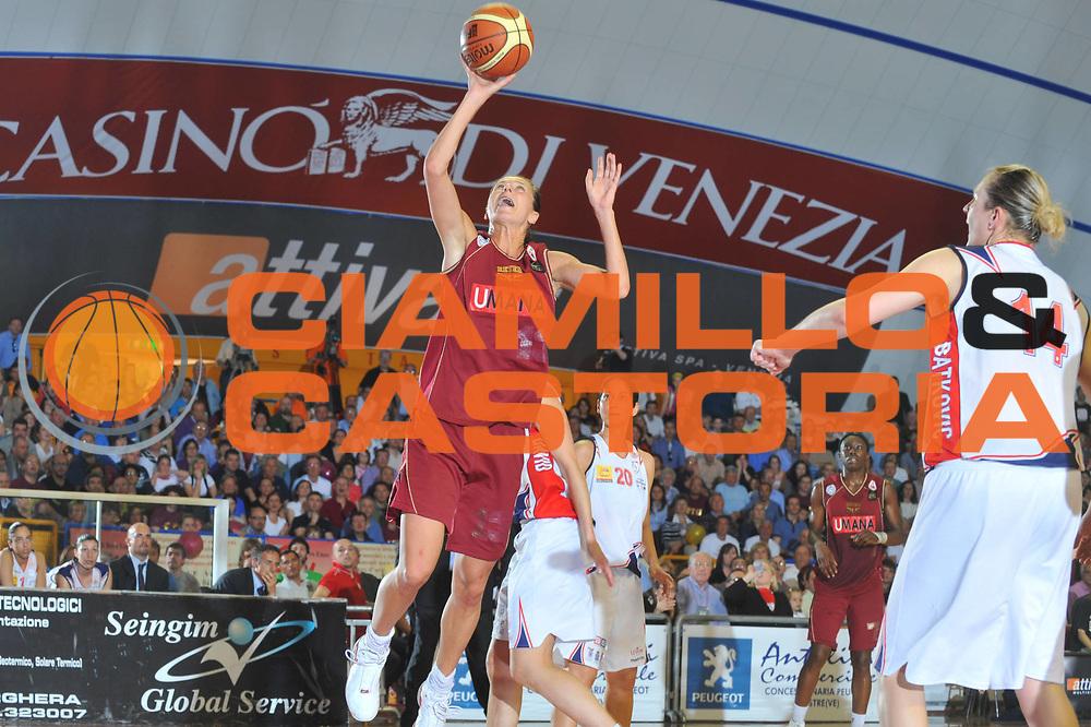 DESCRIZIONE : Venezia Lega A1 Femminile 2008-09 Play Off Finale Gara 1 Umana Reyer Venezia Cras Basket Taranto<br /> GIOCATORE : Daliborka Jokic<br /> SQUADRA : Umana Reyer Venezia<br /> EVENTO : Campionato Lega A1 Femminile 2008-2009<br /> GARA : Umana Reyer Venezia Cras Basket Taranto<br /> DATA : 02/05/2009<br /> CATEGORIA : Tiro<br /> SPORT : Pallacanestro<br /> AUTORE : Agenzia Ciamillo-Castoria/M.Gregolin<br /> Galleria : Lega Basket Femminile 2008-2009<br /> Fotonotizia : Veneziai Campionato Italiano Femminile Lega A1 2008-2009 Play Off Finale Gara 1 Umana Reyer Venezia Cras Basket Taranto<br /> Predefinita :