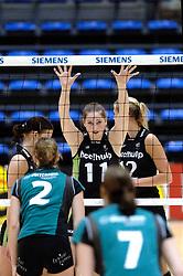 04-03-2006 VOLLEYBAL: FINAL 4 DAMES: HCC MARTINUS - DROS ALTERNO: ROTTERDAM<br /> Martinus was veel te sterk voor de dames uit Apeldoorn (3-0) / Carlijn Jans<br /> Copyrights 2006 WWW.FOTOHOOGENDOORN.NL