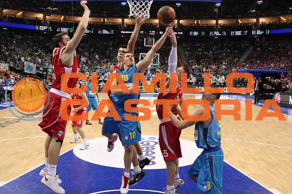 DESCRIZIONE : Berlino Eurolega 2008-09 Final Four Finale 3-4 Olimpiacos Regal Barcellona<br /> GIOCATORE : Jaka Lakovic<br /> SQUADRA : Regal Barcellona<br /> EVENTO : Eurolega 2008-2009 <br /> GARA : Olimpiacos Regal Barcellona<br /> DATA : 03/05/2009 <br /> CATEGORIA :  Tiro<br /> SPORT : Pallacanestro <br /> AUTORE : Agenzia Ciamillo-Castoria/C.De Massis<br /> Galleria : Eurolega 2008-2009 <br /> Fotonotizia : Berlino Eurolega 2008-2009 Final Four Finale 3-4 Olimpiacos Regal Barcellona<br /> Predefinita :