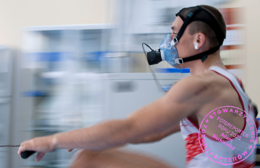 OLYMPIC SILVER MEDALIST ROWER MILOSZ BERNATAJTYS (POLAND) WHILE BREATHING ARTERIAL BLOOD GAS ( GAZOMETRIA ODDECHOWA ) IN INSTITUTE OF SPORT AT PHYSIOLOGY DEPARTMENT IN WARSAW...POLAND , WARSAW , APRIL 12, 2011..( PHOTO BY ADAM NURKIEWICZ / MEDIASPORT )..PICTURE ALSO AVAIBLE IN RAW OR TIFF FORMAT ON SPECIAL REQUEST.