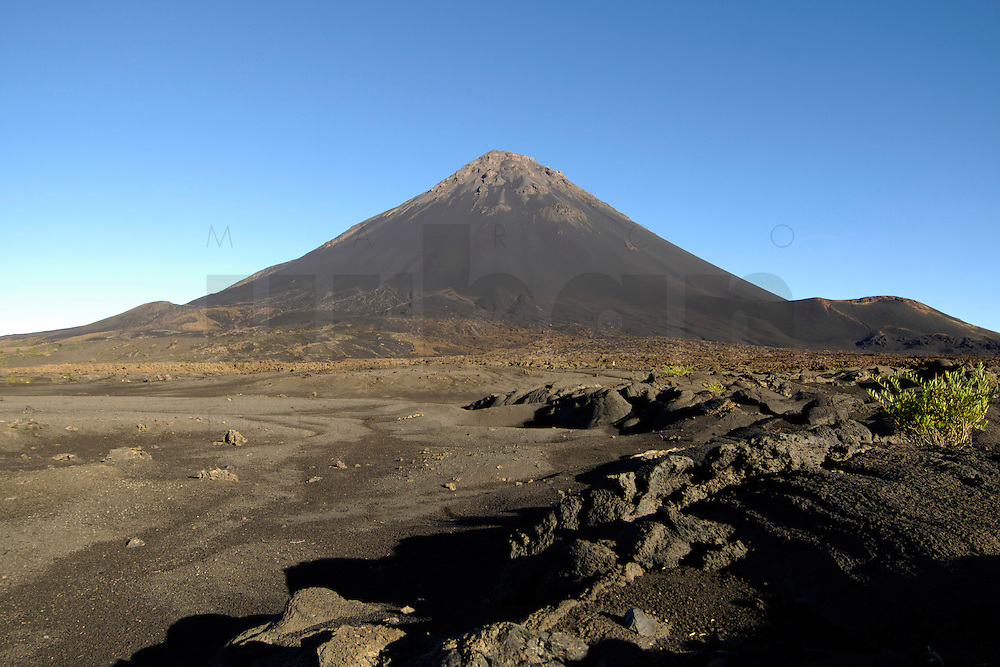 12 JAN 2006, FOGO/CAPE VERDE:<br /> Pico de Fogo, Vulkan auf der Insel Fogo, Kapverdischen Inseln<br /> Pico de Fogo vulcano of the island Fogo, Cape verde islands<br /> IMAGE: 20060112-01-060<br /> KEYWORDS: Travel, Reise, Natur, nature, cabo verde, Dritte Welt, Third World, Kapverden, Berg, Gebirge, mountain