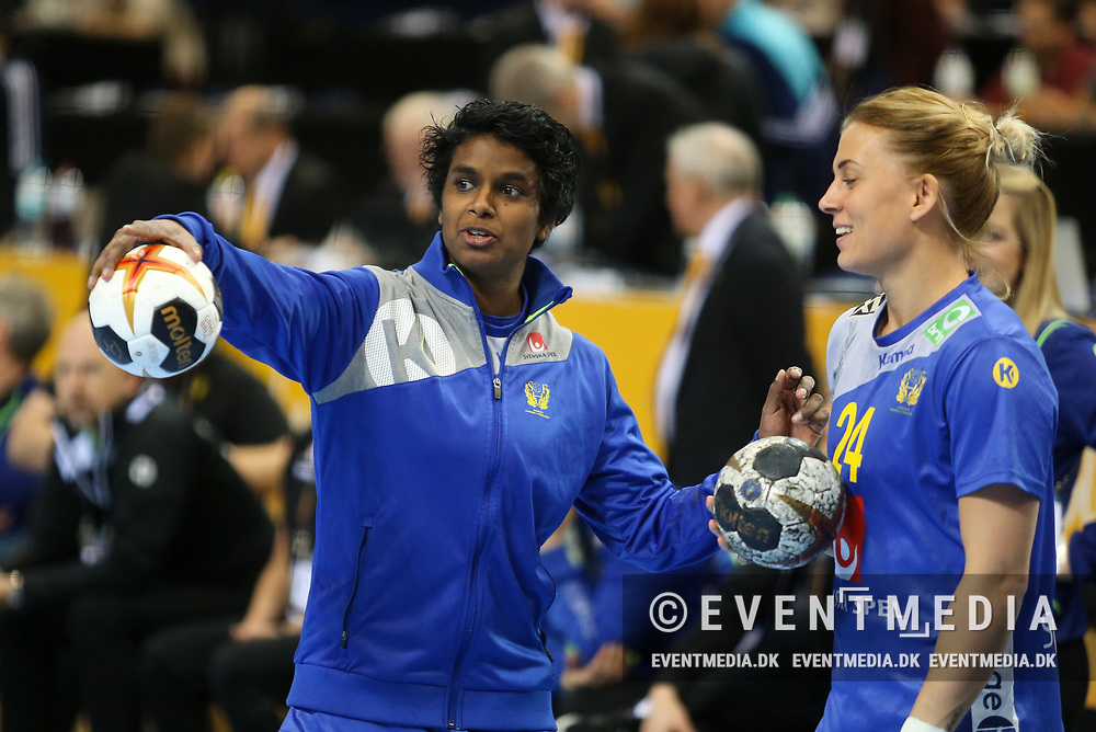 Louise Sand (left, #9, Sweden) and Nathalie Hagman (#24, Sweden).  Bronze medal match between Sweden and Netherlands at the 2017 IHF Women's World Championship in Barclaycard Arena, Hamburg, Germany, 17.12.2017. Photo Credit: Allan Jensen/EVENTMEDIA.
