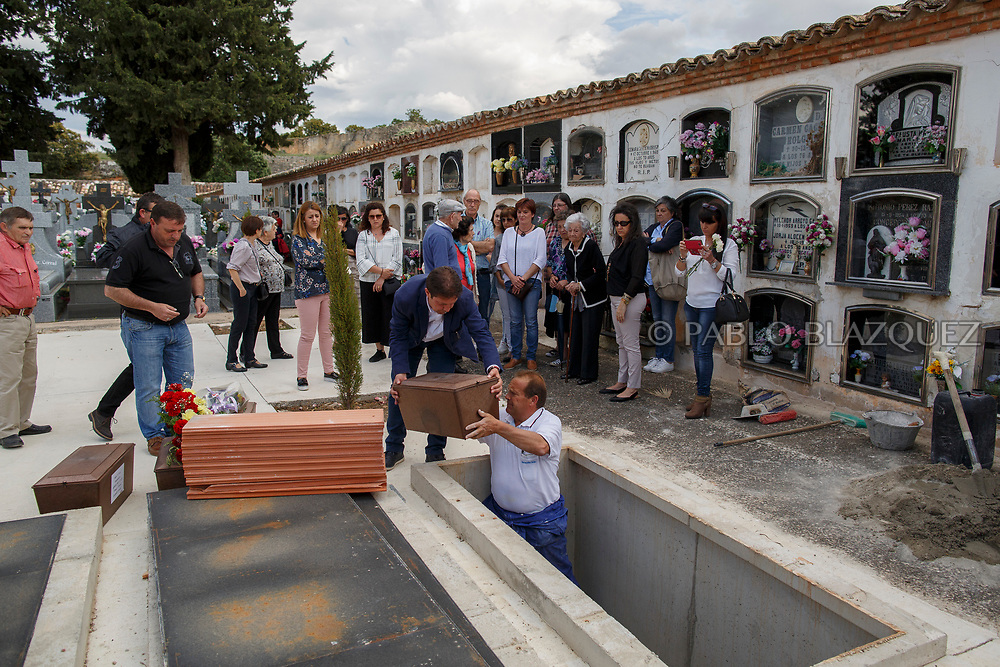 19/05/2018. People attend the burial of Tomas and Manuel Escamilla Rebollo, Angel Vinas Diaz and Casto Mercado Molada who were assassinated by dictator Francisco Franco's forces at the cemetery on May 19, 2018 in Sacedon, Guadalajara province, Spain. General Franco's forces killed Timoteo Mendieta and other people between 1939 and 1940 after Spain's Civil War and buried them in mass graves in Guadalajara's cemetery. Argentinian judge Maria Servini used the international human rights law and ordered the exhumation and investigation of Mendieta's mass grave. The exhumation was carried out by Association for the Recovery of Historical Memory (ARMH) recovering 50 bodies from 2 mass graves and identified 24 of them. Spain's Civil War took the lives of thousands of people on both sides, but Franco continued his executions after the war has finished. Spanish governments has never done anything to help the victims of the Civil War and Franco's dictatorship while there are still thousands of people missing in mass graves around the country. (© Pablo Blazquez)