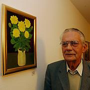 Kunstenaar Henri van der Roest bejaardentehuis de Bolder Huizen schildert voor Azie