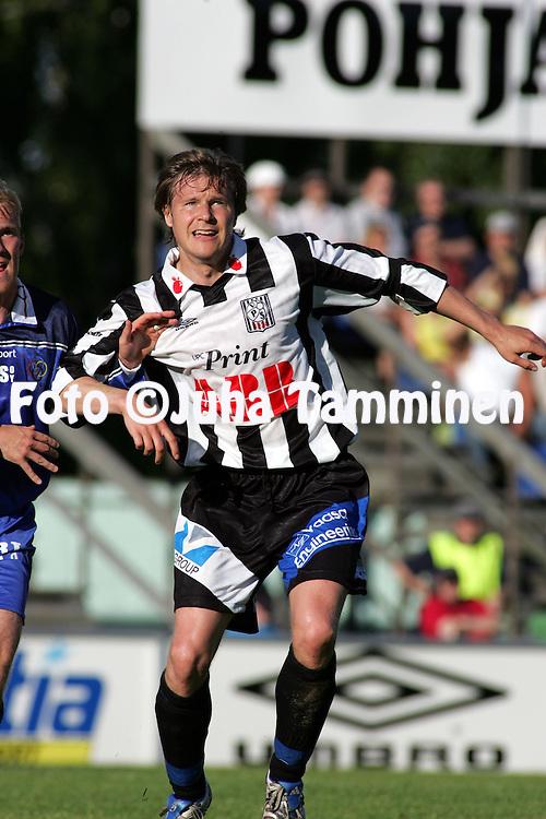 06.07.2005, Hietalahti, Vaasa, Finland..Ykk?nen, Vaasan Palloseura v AC Oulu.Ville Priha - VPS.©Juha Tamminen.....ARK:k