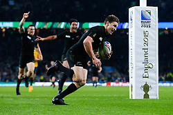 New Zealand replacement Beauden Barrett scores a try late in the second half - Mandatory byline: Rogan Thomson/JMP - 07966 386802 - 31/10/2015 - RUGBY UNION - Twickenham Stadium - London, England - New Zealand v Australia - Rugby World Cup 2015 FINAL.