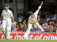 © SPORTZPICS /Seconds Left Images 2009  - Peter Siddle bowls as debutant Jonathan Trott (L) backs up at the non-striker's end -   England v Australia - The Ashes 2009 - 5th npower Test  Match - Day 1 - 20/08/09 - The Brit Oval - London -  UK - All Rights Reserved