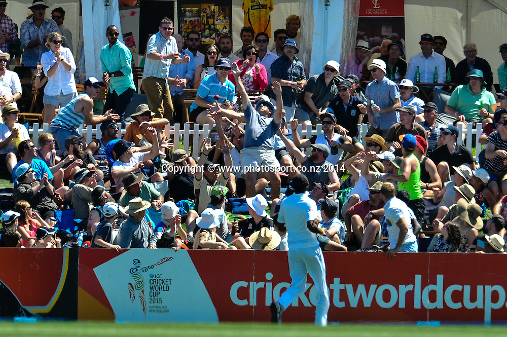 The crowd try to catch a Brendon McCullum 6, in the 1st day of the cricket test match, NZ v Sri Lanka, Hagley Oval, 26 December 2014. Photo:John Davidson/www.photosport.co.nz
