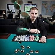 Nederland, Groningen 20090216 . Pokerster Erik van Leer in zijn appartement op de hoek van de Vismarkt met de Stoeldraaierstraat. foto: Pepijn van den Broeke