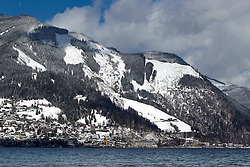 THEMENBILD - Blick vom Ufer auf Zell am See und den umliegenden Bergen, aufgenommen am 03. April 2015, am Zeller See, Zell am See, Oesterreich // View to Zell am See and the surrounding mountains, Zell am See, Austria on 2015/04/03. EXPA Pictures © 2015, PhotoCredit: EXPA/ JFK