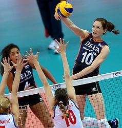 01-10-2014 ITA: World Championship Volleyball Servie - Nederland, Verona<br /> Nederland verliest met 3-0 van Servie em is uitgeschakeld voor de final 6 / Lonneke Sloetjes slaat de bal langs het blok van Maja Ognjenovic