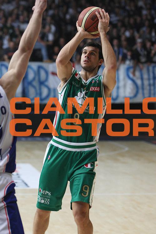 DESCRIZIONE:cant&ugrave; lega A 2010-11 Bennet Cant&ugrave; Montepaschi Siena<br /> GIOCATORE:carraretto<br /> SQUADRA:Montepaschi Siena<br /> EVENTO:Campionato Lega A 2010/11<br /> GARA:Bennet Cant&ugrave; Montepaschi Siena<br /> DATA:13/11/2010<br /> CATEGORIA:tiro<br /> SPORT:pallacanestro<br /> AUTORE:Agenzia Ciamillo-Castoria/M.Guadagnini<br /> GALLERIA:Lega basket A 2010/2011<br /> FOTONOTIZIA:Cant&ugrave; lega A 2010-11 Bennet Cant&ugrave; Montepaschi Siena<br /> PREDEFINITA:
