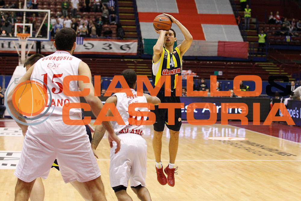 DESCRIZIONE : Milano Eurolega 2011-12 EA7 Emporio Armani Milano Fenerbahce Ulker<br /> GIOCATORE : Roko Ukic<br /> CATEGORIA : Tiro Three Points<br /> SQUADRA : Fenerbahce Ulker<br /> EVENTO : Eurolega 2011-2012<br /> GARA : EA7 Emporio Armani Milano Fenerbahce Ulker<br /> DATA : 29/02/2012<br /> SPORT : Pallacanestro <br /> AUTORE : Agenzia Ciamillo-Castoria/G.Cottini<br /> Galleria : Eurolega 2011-2012<br /> Fotonotizia : Milano Eurolega 2011-12 EA7 Emporio Armani Milano Fenerbahce Ulker<br /> Predefinita :