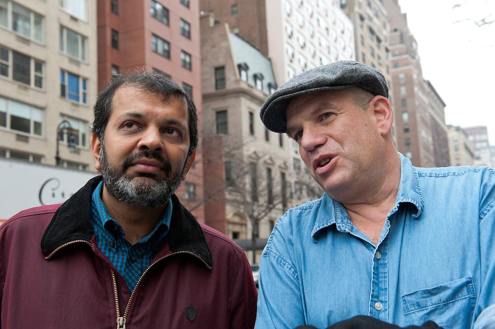 """vlnr: Suketu Mehta, David Simon, ..David Simon (""""Homicide"""" und Drehbuchautor von """"The Wire"""") und Suketu Mehta (Maximum City, über Bombay)diskutieren über Gewalt in Megacities im Café Sabarsky, 1048 Fifth Ave., New York, NY 10028.Mit Zeit Redakteuren Christiane Grefer und Heike Buchter....David Simon (""""Homicide"""", """"The Wire"""") and Suketu Mehta (""""Maximum"""", City) discuss violence in Megacities at Café Sabarsky, New York.."""
