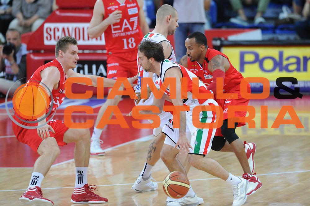 DESCRIZIONE : Pesaro  Lega A 2011-12 Scavolini Siviglia Pesaro EA7 Emporio Armani Milano  play off semifinale gara 3<br /> GIOCATORE : Ernest Bremer<br /> CATEGORIA : blocco<br /> SQUADRA : EA7 Emporio Armani Milano<br /> EVENTO : Campionato Lega A 2011-2012 Play off semifinale gara 3<br /> GARA : Scavolini Siviglia Pesaro  EA7 Emporio Armani Milano <br /> DATA : 02/06/2012<br /> SPORT : Pallacanestro <br /> AUTORE : Agenzia Ciamillo-Castoria/ GiulioCiamillo<br /> Galleria : Lega Basket A 2011-2012  <br /> Fotonotizia : Pesaro  Lega A 2011-12 Scavolini Siviglia Pesaro EA7 Emporio Armani Milano play off semifinale gara 3<br /> Predefinita :