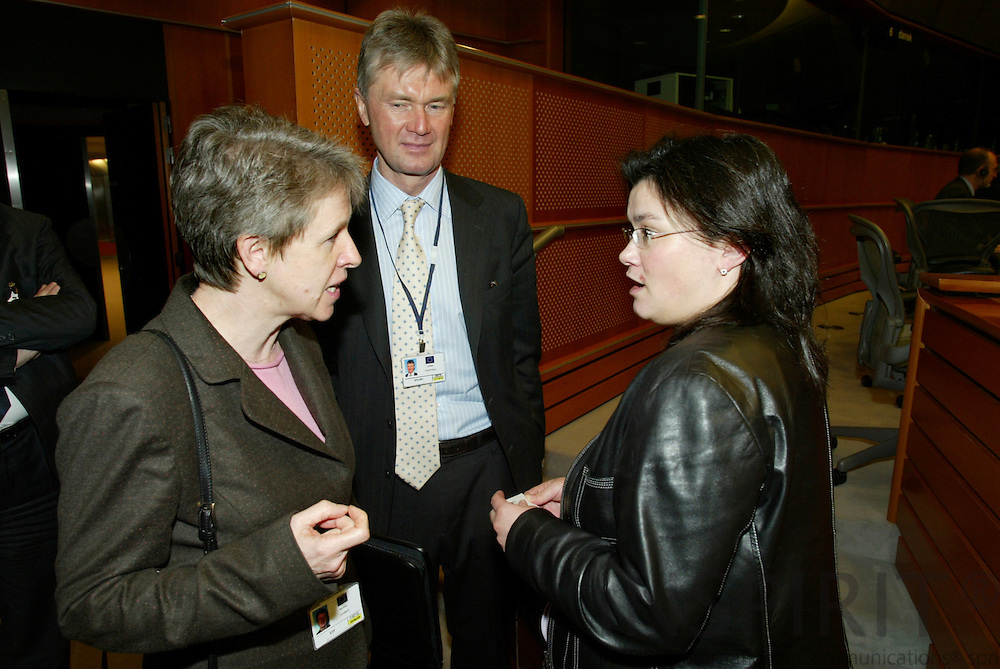 BRUSSELS - BELGIUM - 26 JANUARY 2006 -- Meeting of the Committee on Employment and Social Affairs with four Agencies under the Committees responsability. -- Muriel DUNBAR (L), ETF Director, Jorma KARPPINEN (M), Director of EUROFOUND, speaking with Dutch MEP Emine BOZKURT (R), after the meeting.   PHOTO: ERIK LUNTANG /