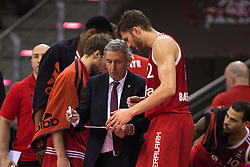 28.03.2016, Telekom Dome, Bonn, GER, Beko Basketball BL, Telekom Baskets Bonn vs FC Bayern Muenchen, 23. Runde, im Bild Trainer Svetislav Pesic (FC Bayern Muenchen) im Gespraech mit Maximilian Kleber (FC Bayern Muenchen #42) // during the Beko Basketball Bundes league 23th round match between Telekom Baskets Bonn and FC Bayern Munich at the Telekom Dome in Bonn, Germany on 2016/03/28. EXPA Pictures © 2016, PhotoCredit: EXPA/ Eibner-Pressefoto/ Schüler<br /> <br /> *****ATTENTION - OUT of GER*****