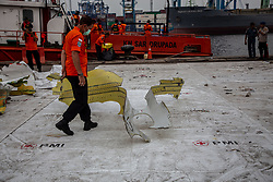 November 3, 2018 - North Jakarta, Jakarta, Indonesia - Jakarta, Indonesia, 03 November 2018 : New victim body and fuselage of Lion Air Plane Crash retrieved from Karawang Sea by Indoenesian Search and Rescue Team. The fuselage and body were put down from the sip at Tanjung Priok Harbour-Jakarta. (Credit Image: © Donal Husni/ZUMA Wire)