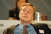 31 JAN 1998, GERMANY/DORTMUND:<br /> Wolfgang Clement, SPD, Wirtschaftsminister Nordrhein-Westfalen, auf dem Landesparteitag der SPD NRW<br /> IMAGE: 19980131-01/03-33