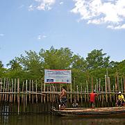 anciens pécheurs reconvertis en guides d'observation sur le rio Tatuamanuha///former fishermen reconverted out of guide of observation on Rio Tatuamanuha