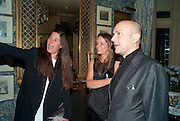 ELIZABETH SALTZMAN; LADY GEORGIA BYNG; MARC QUINN, ELIZABETH SALTZMAN; , Dinner hosted by Elizabeth Saltzman for Mario Testino and Kate Moss. Mark's Club. London. 5 June 2010. -DO NOT ARCHIVE-© Copyright Photograph by Dafydd Jones. 248 Clapham Rd. London SW9 0PZ. Tel 0207 820 0771. www.dafjones.com.