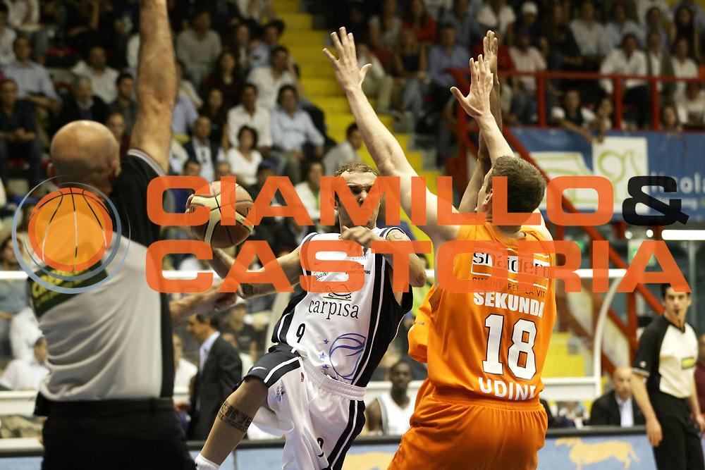 DESCRIZIONE : Napoli Lega A1 2005-06 Play Off Quarti Finale Gara 1 Carpisa Napoli Snaidero Udine<br /> GIOCATORE : Spinelli<br /> SQUADRA : Carpisa Napoli<br /> EVENTO : Campionato Lega A1 2005-2006 Play Off Quarti Finale Gara 1 <br /> GARA : Carpisa Napoli Snaidero Udine <br /> DATA : 18/05/2006 <br /> CATEGORIA : Assist<br /> SPORT : Pallacanestro <br /> AUTORE : Agenzia Ciamillo-Castoria/A. De Lise
