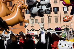 people and gadgets in Navona Square in Rome