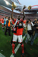20100509: LISBON, PORTUGAL - SL Benfica vs Rio Ave: Portuguese League 2009/2010, 30th round. In picture:  Ramires celebrating with the trophy. PHOTO: Alvaro Isidoro/CITYFILES