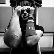 25.06.2014, Wolfsburg, Trainingshalle des VfL Wolfsburg. Schlitte beim Krafttraining in den R&auml;umen des VfL Wolfsburg. Schlittes Gendefekt kommt bei einem von 40Mio. Geburten vor.<br /><br />25.06.2014 , Wolfsburg, training hall of VfL Wolfsburg. Schlitte during strength training in the areas of VfL Wolfsburg. Schlittes genetic defect occurs in one out of 40 million. Births.<br /><br />&copy;2014 Harald Krieg / Agentur Focus