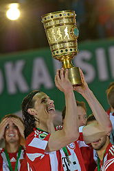 15.05.2010, Olympia Stadion, Berlin, GER, DFB Pokal Finale 2010,  Werder Bremen vs Bayern Muenchen im Bild  ich hab ihn Daniel an Buyten (Bayern #5)... EXPA Pictures © 2010, PhotoCredit: EXPA/ nph/ Kokenge / SPORTIDA PHOTO AGENCY