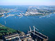 Nederland, Amsterdam, IJ, 17-10-2005; luchtfoto (25% toeslag); schutsluizen bij Schellingwoude (de Oranjesluizen), daar achter de Schellingwouderbrug, Zeeburgertunnnel en ring A10; middenrechts het Zeeburgereiland (met rioolwaterzuivering), aan de horizon het Buiten-IJ, het IJsselmeer en IJburg; onder in beeld het droogdok van de Oranjewerf (scheepsreparatie); infrastructuur, verkeer en vervoer, sluis, scheepvaart, stadsuitbreiding,.planologie, ruimtelijke ordening, landschap.Foto Siebe Swart