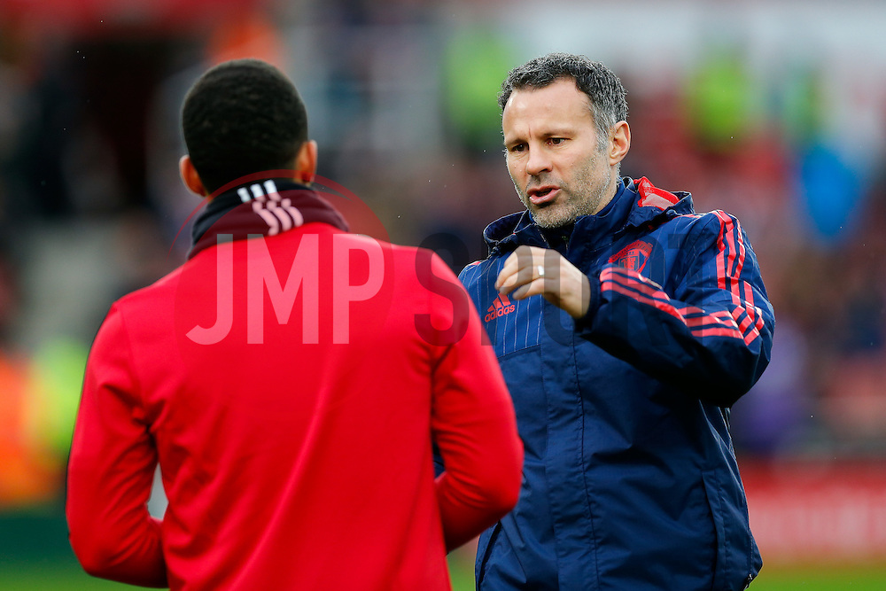 Manchester United Assistant Manager Ryan Giggs talks to Memphis Depay during the warmup - Mandatory byline: Rogan Thomson/JMP - 26/12/2015 - FOOTBALL - Britannia Stadium - Stoke, England - Stoke City v Manchester United - Barclays Premier League - Boxing Day Fixture.