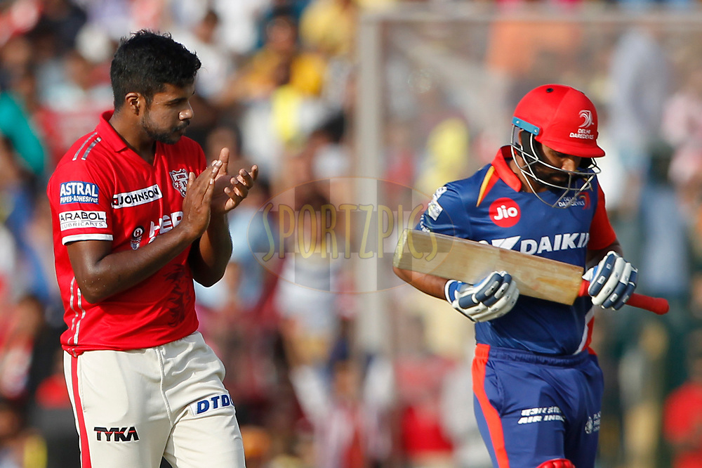 Varun Aaron of Kings XI Punjab celebrates the wicket of Mohammed Shami of the Delhi Daredevils during match 36 of the Vivo 2017 Indian Premier League between the Kings XI Punjab and the Delhi Daredevils  held at the Punjab Cricket Association IS Bindra Stadium in Mohali, India on the 30th April 2017<br /> <br /> Photo by Deepak Malik - Sportzpics - IPL