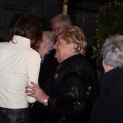 NLD/Amsterdam/20080201 - Verjaardagsfeest Koninging Beatrix en prinses Margriet, vertrek prinses Marilene van den Broek in gesprek met Erica Terpstra