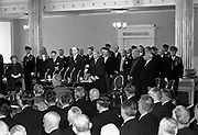 Inauguration of Eamon de Valera as President. De Valera takes the oath of office administered by the Chief Justice, Cearbhaill O'Dalaigh, An Taoiseach Seán Lemass and members of the government..25.06.1966<br />